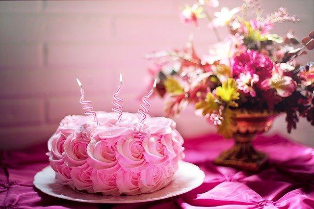 Organizowanie urodzin dla bliskiej osoby – co warto wiedzieć?